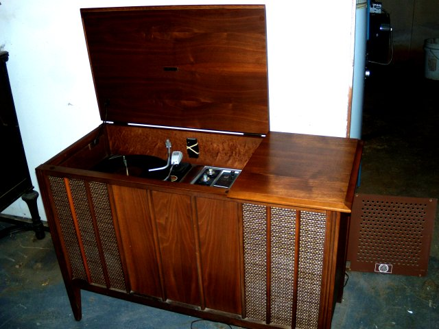 Antique Radio Forums • View topic - need help identifying zenith ...